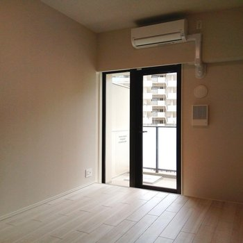一面だけど、しっかりと採光してくれてます! ※写真は3階の同間取り別部屋のものです