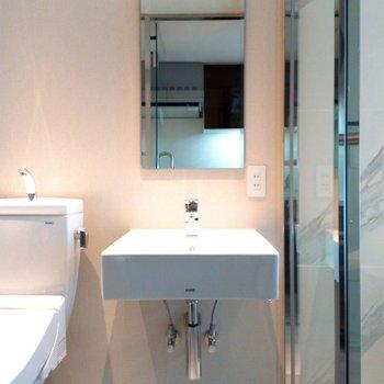 洗面台はシンプルに ※写真は3階の同間取り別部屋のものです
