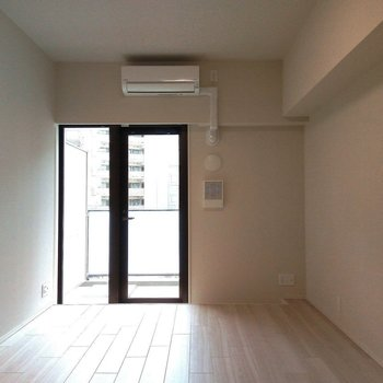 奥行きのあるリビングですね! ※写真は3階の同間取り別部屋のものです
