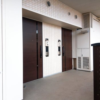 奥側の玄関です! ※前回募集時の写真