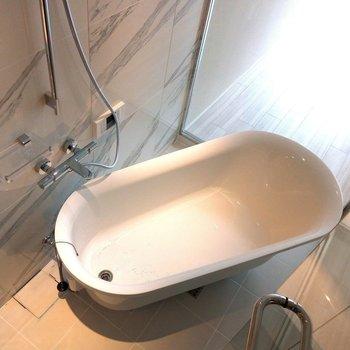浴室乾燥機付き ※写真は3階の同間取り別部屋のものです