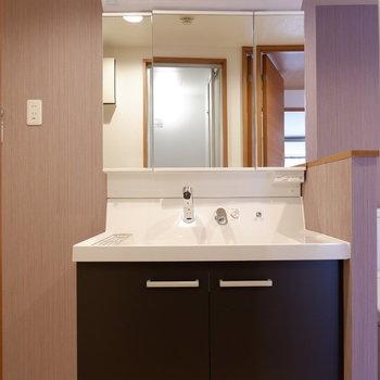 大きな独立洗面台です。※写真は前回募集時のものです
