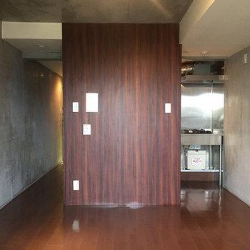 デザイナーズらしい内装。※写真は4階の同間取り別部屋のものです