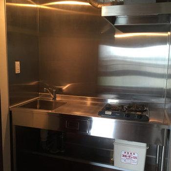 厨房みたいなキッチン。※写真は4階の同間取り別部屋のものです