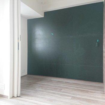 こちらは寝室に※写真は通電前のものです※写真は12階の同間取り別部屋のものです。