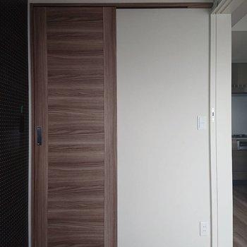 収納はウォークインクローゼット※写真は通電前のものです※写真は12階の同間取り別部屋のものです。