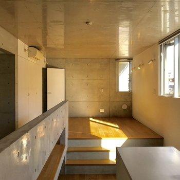 コンクリートと自然光の融合