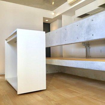 床下収納があり、四角形の箱も動かせます