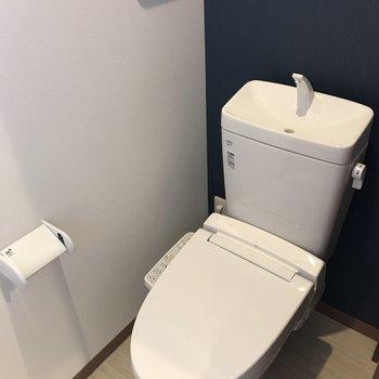 トイレもしっかりウォシュレット付きです。(※写真は1階反転間取り別部屋のものです)