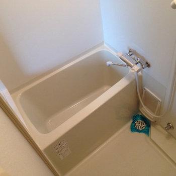 お風呂はミスト付き。※写真は6階の反転間取り別部屋のものです