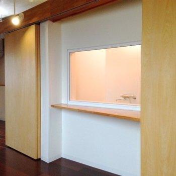 え、お風呂丸見えやん...。※写真は6階の反転間取り別部屋のものです
