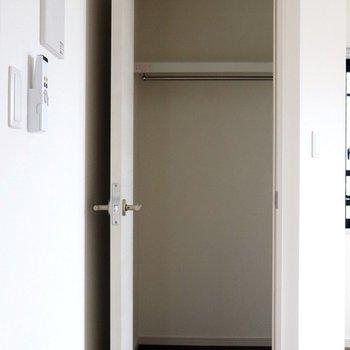 【洋室】天井まである収納