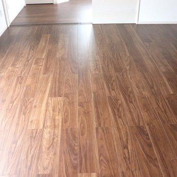 【LDK】落ち着いたブラウンの床です