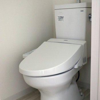 トイレは個室で落ち着けます