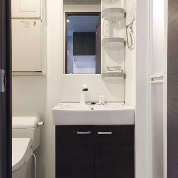 独立洗面台は脱衣所に。※写真は前回募集時のものです