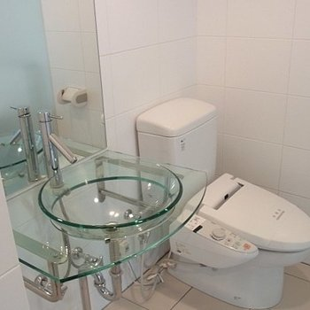 トイレもこんな感じ※写真は5階の同間取り別部屋のものです。