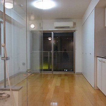部屋は8帖ほど※写真は5階の同間取り別部屋のものです。