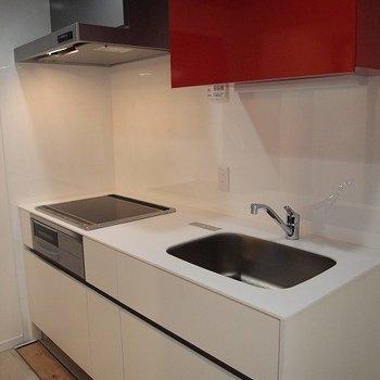 キッチンは広々、二口コンロ!※写真は前回募集時のものです。