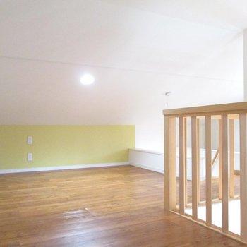 【3F】黄緑色のアクセント壁になってます。※写真はクリーニング前のものです