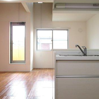 【2F】キッチン側からの眺めもいいですね♪※写真はクリーニング前のものです
