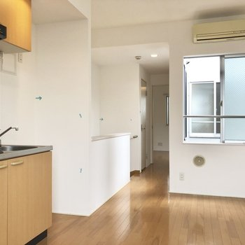 【キッチン】エアコン付き。 ※写真はクリーニング前のものです。