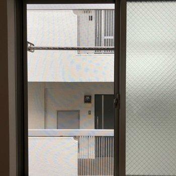 眺望からはお隣のマンションが見えます。