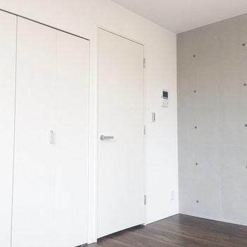 まっしろな壁がステキ。※写真は4階の同間取り別部屋のものです