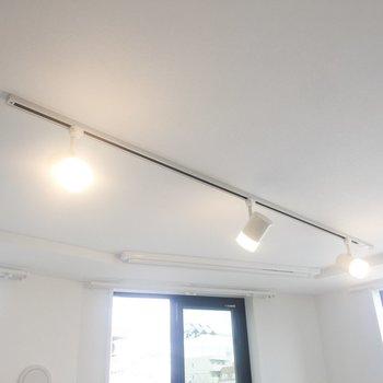 照明が可愛いです。※写真は4階の同間取り別部屋のものです