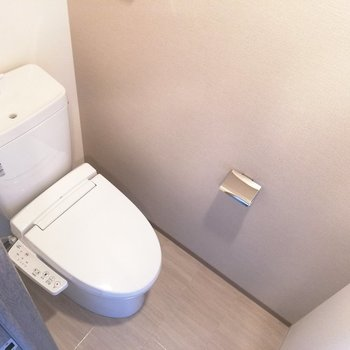 トイレも清潔感がありますね※写真は5階反転間取り別部屋のものです