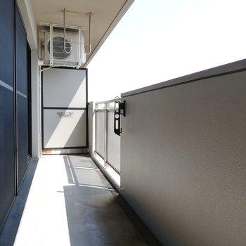 お洗濯が楽しくなりそうなベランダ※写真は5階反転間取り別部屋のものです