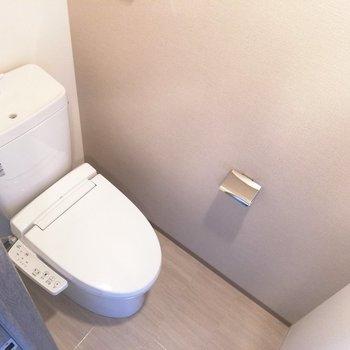トイレも清潔感がありますね※写真は5階の同間取り別部屋のものです
