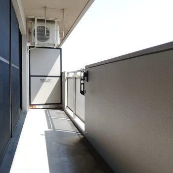 お洗濯が楽しくなりそうなベランダ※写真は5階の同間取り別部屋のものです