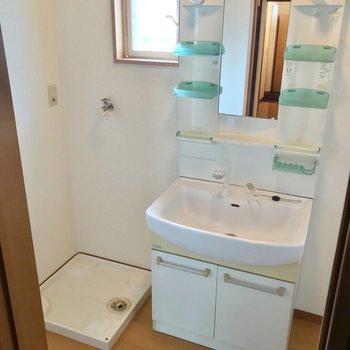 明るい脱衣所が出現!綺麗な洗面台も使い勝手よさそうです◯
