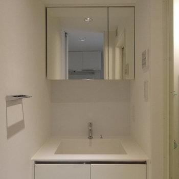 収納付き鏡で使いやすい※写真は前回募集時のものです。