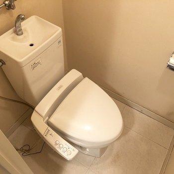 コンパクトながらバス・トイレ別は嬉しい。※クリーニング前のものです