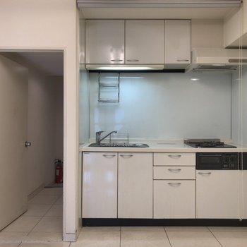 キッチンは収納豊富!※クリーニング前のものです
