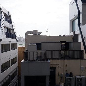 眺望です。向かいの建物の影になるということはなさそうです。