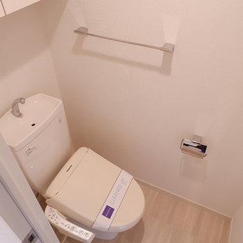 トイレにだって収納付き。
