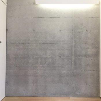室内にもコンクリート打ちっ放し。