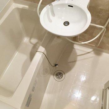 浴槽との2点ユニットです。それにしてもキレイ。※写真は3階の同間取り別部屋のものです