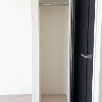 クローゼット収納は少なめ。※写真は3階の同間取り別部屋のものです