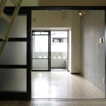おもしろいところに梯子が※写真は3階の同間取り別部屋のものです