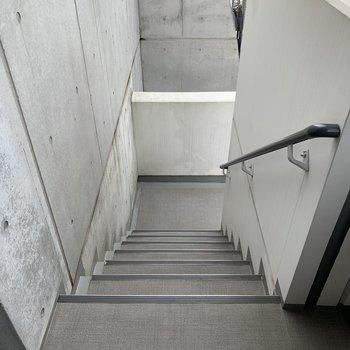 階段もエレベーターもあります。