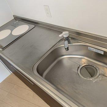 キッチン。 シンクは大きく、作業スペースもしっかりあります。