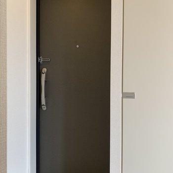 玄関はひっそりとあります。