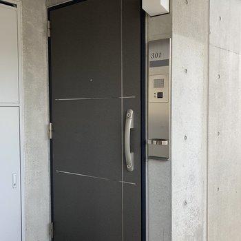 近未来っぽいお部屋入口。