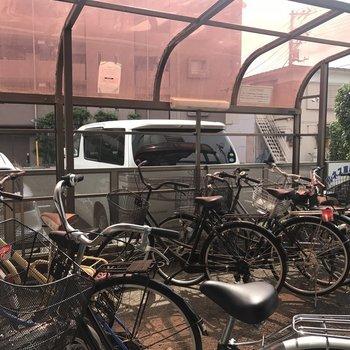 雨の日も安心、屋根付き駐輪場。