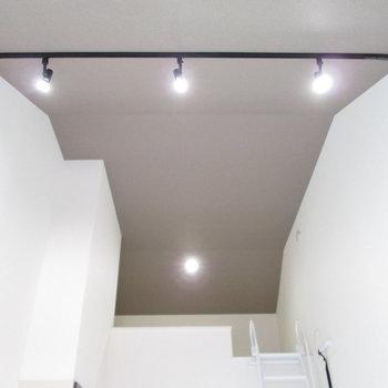 天井に天井にはアクセントクロスが◎