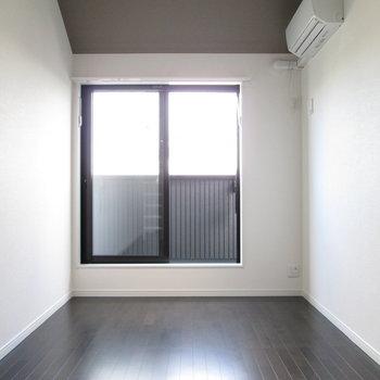 家具もシンプルなものでまとめましょう。