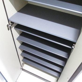 シューズボックスは靴以外にも収納として使えるサイズ感。